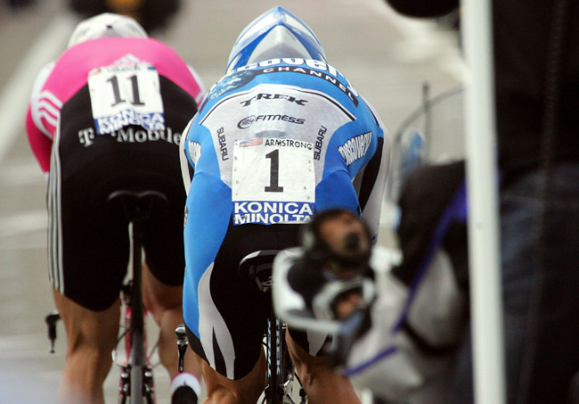 stage1_armstrong_passes_ullrich.jpg